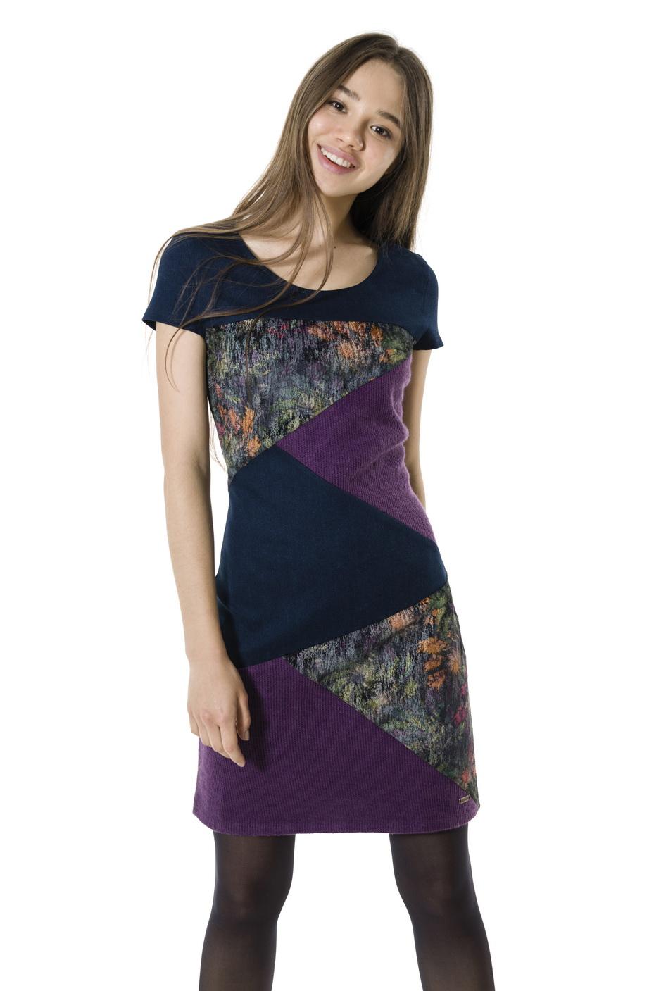 6880deb46269 Smash HOLI krátké šaty tmavě modré se vzorem · Akce